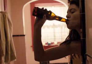 Mary Elizabeth Winstead drinking in the shower in Smashed.